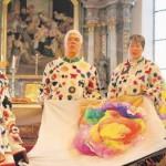 Die Aulendorfer Fetzle zeigten die Farbenpracht ihres Kostüms in Form einer Blüte